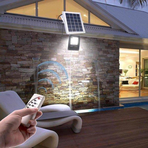 LED-Solarstrahler bieten im Verlgeich zu herkämmlicher Beleuchtung viele Vorteile.