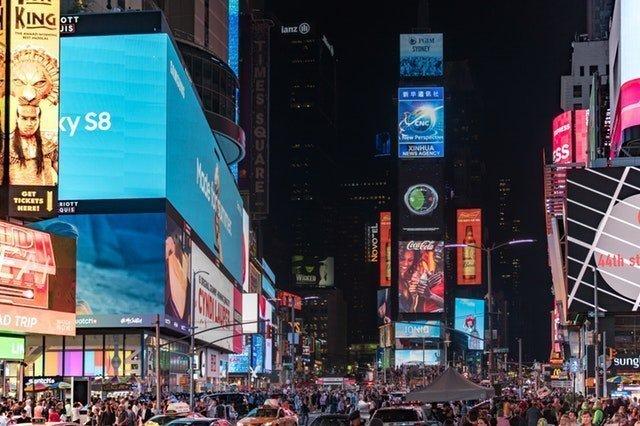 LED-Beleuchtung wird in der Werbebranche eingesetzt um Strom zu sparen.