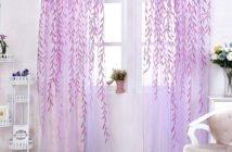 Natürliches Licht kommt am einfachsten durch freie Fenster in den Wohnraum.