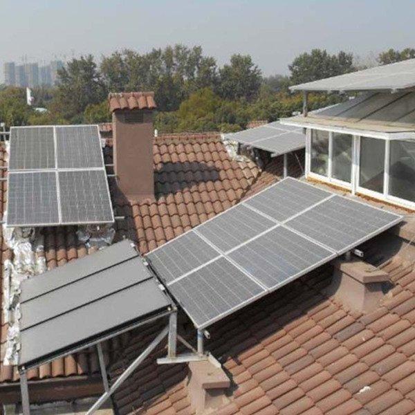 Solarpaneele nehmen viel Platz auf dem Dach ein.