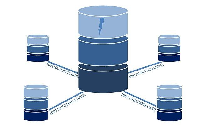 Strukturierte Daten werden in einer Datenbank gespeichert.