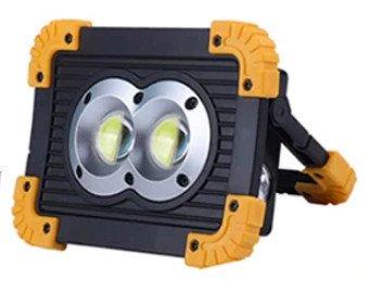 Transportabler LED-Scheinwerfer für die Baustelle.